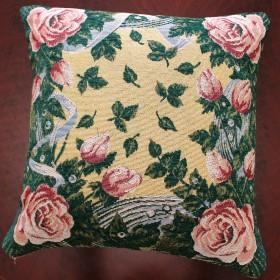 "Чехол на подушку ""Розы на зеленом"""