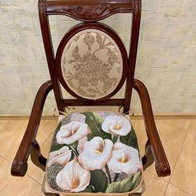 """Сиденье на стул """"Каллы"""""""