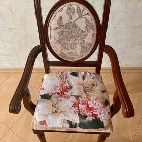 """Сиденье на стул """"Лилии"""""""