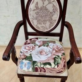 """Сиденье на стул """"Нежная роза"""""""