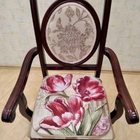 """Сиденье на стул """"Красные тюльпаны"""""""