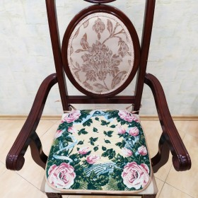 """Сиденье на стул """"Розы на зеленом"""""""